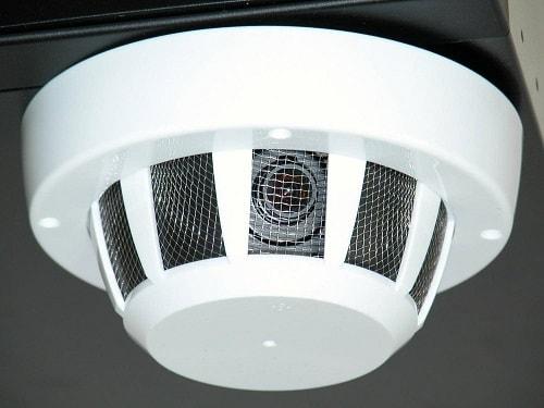 Скрытая камера видеонаблюдения, замаскирована под пожарный датчик