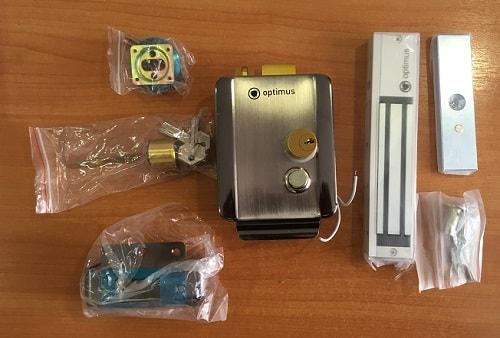 Вызывная панель видеодомофона с камерой, комплекты поставки электромеханического и электромагнитного замка