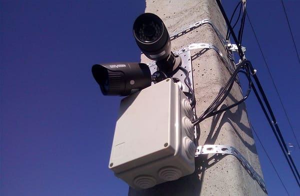 Правильный монтаж камеры на бетонном столбе