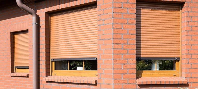 Защита пластиковых окон при помощи рольставней (роллетов) и закаленных стекл