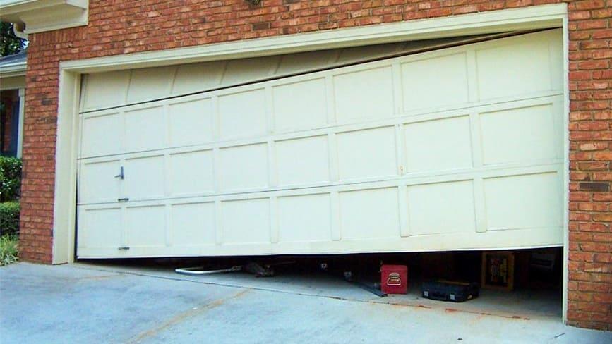 Особенности поломок и ремонта секционных ворот для гаража
