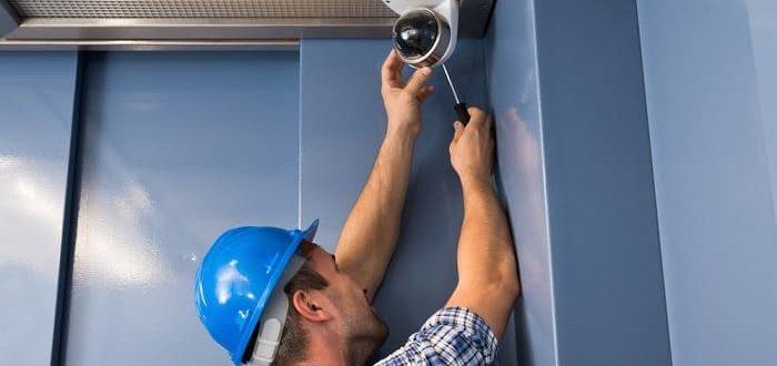 Установка камеры видеонаблюдения в лифте: цена монтажа