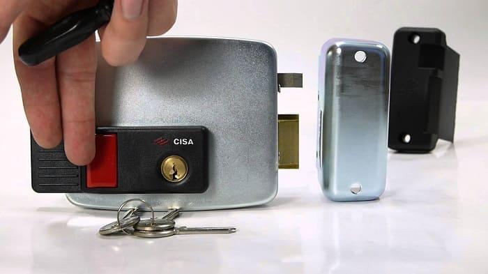 Подключение видеодомофона к электромеханическому замку. Схемы подключения.