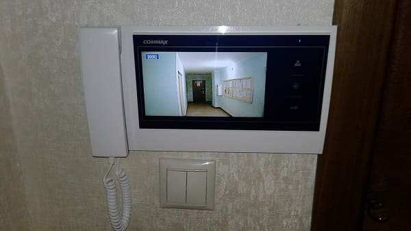 Экран видеодомофона