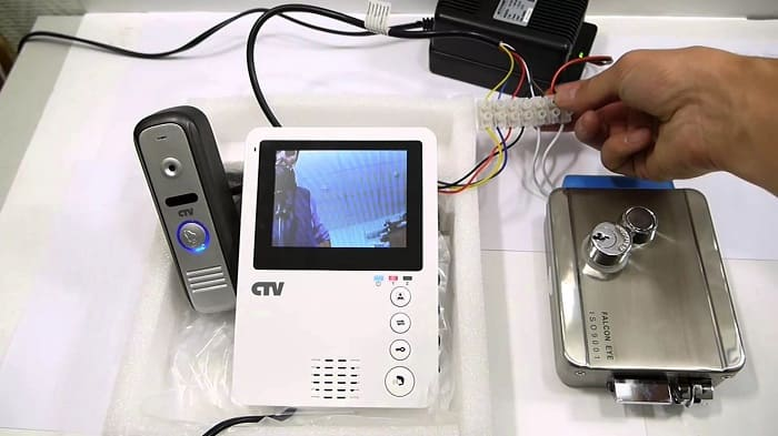 Устанавливаем видеодомофон в частный дом своими руками