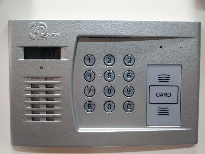 как открыть домофон строймастер без ключа