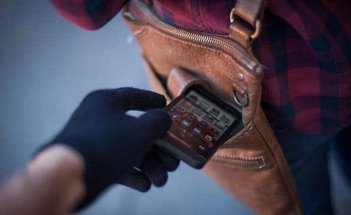 Как избежать кражи телефона и защитить хранящиеся на нем данные?