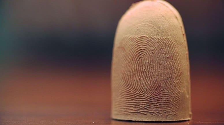 Отпечатки пальцев больше не защищают. Специалисты по безопасности рекомендуют использовать пароли.