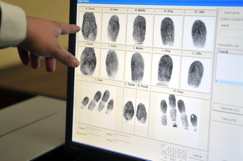 Почему отпечатки пальцев человека уникальны?