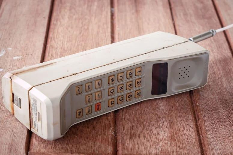 первый мобильный телефон DynaTAC