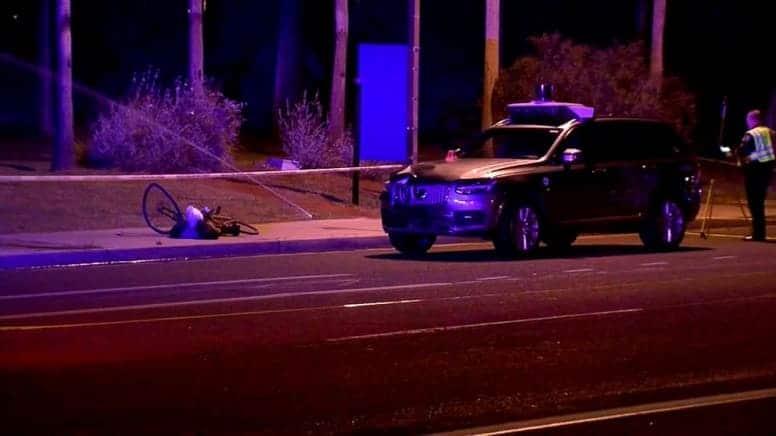 Беспилотный автомобиль Uber убивает пешехода