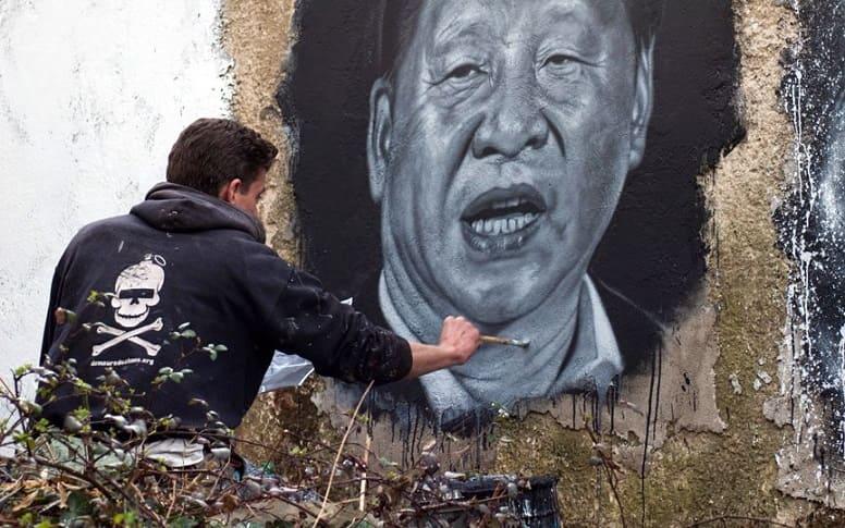 Китайские католические церкви вынуждены заменить изображение Мадонны портретом президента Си Цзиньпина