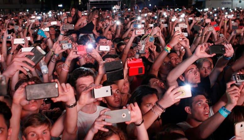 Миллиард активных пользователей с iphone в кармане, ничего себе!