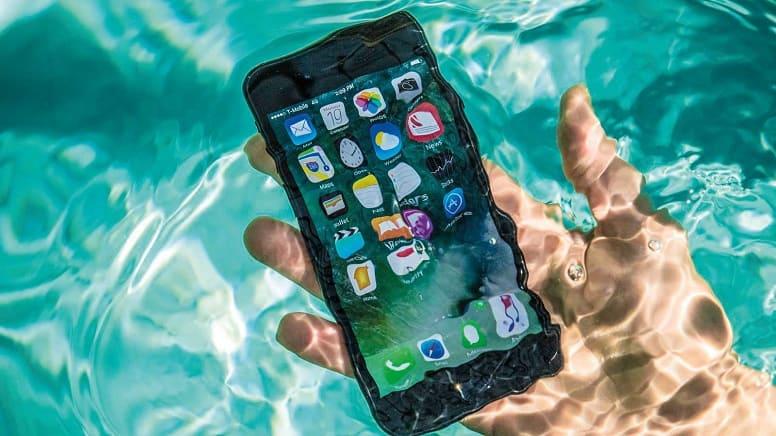 Apple наказали за ввод в заблуждение о водонепроницаемости iPhone.