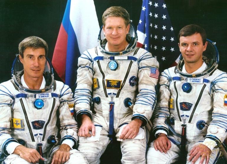 Уильям Шепард и два российских космонавта - Юрий Гидзенко и Сергей Крикалев
