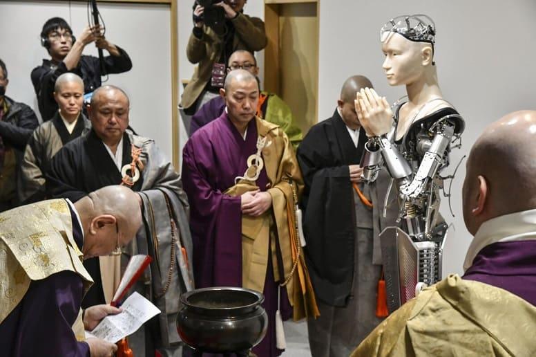 Теоморфные роботы: как не потерять религию?