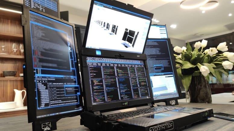 Ноутбук с 7 дисплеями? Встречайте, Aurora 7!