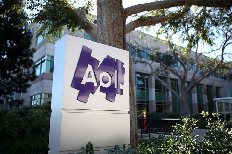 Доступ в Интернет через модем: несколько тысяч клиентов провайдера AOL в США по-прежнему просматривают страницы со скоростью 56 кбит/c