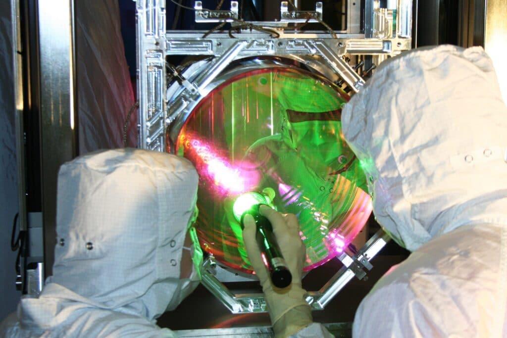 Вибрация зеркал LIGO уменьшена (почти) до нуля.