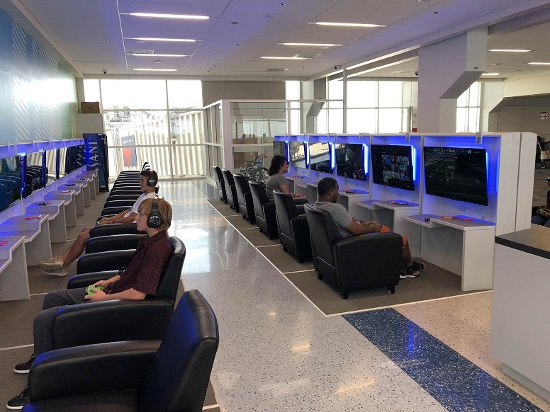 Залы с видеоиграми в международном аэропорту Далласа